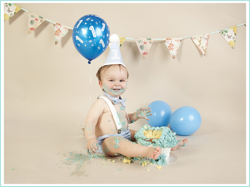 cake,smash,birthday one toddler,studio photo,